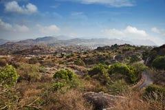 Nuages au-dessus de Guru Shikhar, montagnes d'Arbuda, bâti Abu, Di de Sirohi image stock