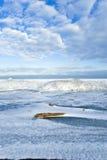Nuages au-dessus de lac figé Image libre de droits