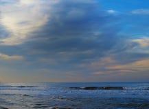 Nuages au-dessus de mer Photo libre de droits