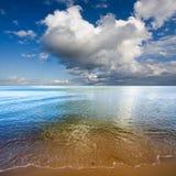 Nuages au-dessus de mer baltique Photo libre de droits