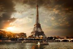 Nuages au-dessus de Paris image stock