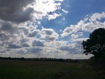 Nuages au-dessus de paysage Photo libre de droits