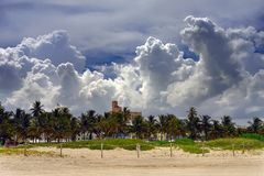 Nuages au-dessus de plage du sud Miami Photographie stock libre de droits