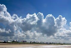 nuages au-dessus de tempête troon photo stock
