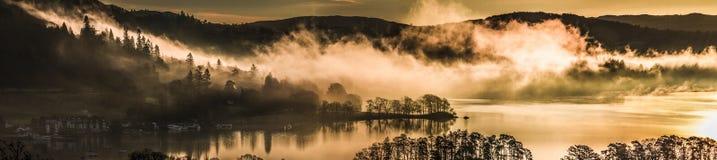 Nuages au-dessus de Windermere photographie stock