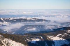 Nuages au-dessus des collines de Karkonosze Images libres de droits