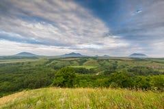 Nuages au-dessus des montagnes Photo libre de droits