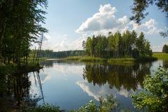 Nuages au-dessus du lac Images libres de droits