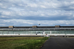 Nuages au-dessus du Tempelhof Photographie stock