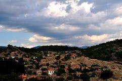 Nuages au-dessus du village Photographie stock libre de droits