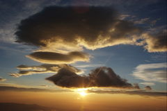 Nuages au lever de soleil Images stock