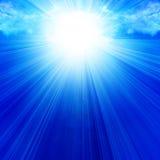 Nuages avec la lumière du soleil intense illustration stock