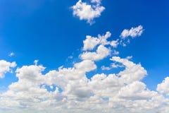 Nuages avec le ciel bleu Images libres de droits