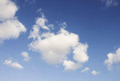 Nuages avec le ciel bleu Photo libre de droits