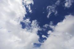 Nuages blancs dans le ciel Images libres de droits