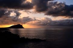 Nuages colorés au coucher du soleil Images stock