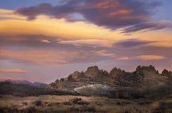 Nuages colorés de lever de soleil au-dessus de l'espace ouvert d'épine dorsale du diable de Loveland images libres de droits