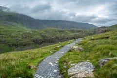 Nuages couvrant les montagnes de Snowdonia au-dessus de la voie de PYG - 2 Image libre de droits