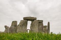 Nuages déprimés foncés au-dessus de Stonehenge Photos libres de droits