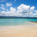 Nuages d'été au-dessus de l'île Image libre de droits