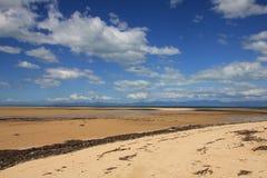 Nuages d'été au-dessus de plage de Marahau Photo libre de droits