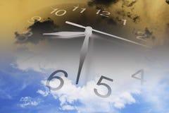 nuages d'horloge Images stock