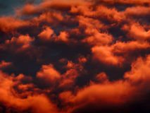 Nuages d'orange de coucher du soleil Photo stock