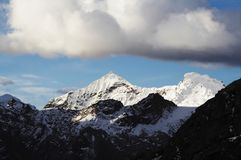Nuages dans la montagne Photo stock