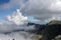 Nuages dans la zone de montagne Photos stock