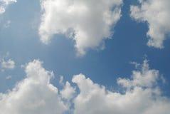 Nuages dans le ciel photographie stock libre de droits