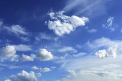 Nuages dans le ciel photos libres de droits