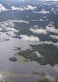 Nuages dans le ciel au-dessus de la forêt dans Venezeula Photos stock