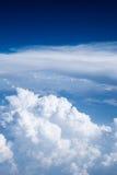 Nuages dans le ciel bleu Images stock
