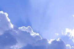 Nuages dans le ciel bleu Photographie stock
