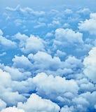 Nuages dans le ciel - une vue de carlingue images stock