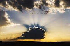 Nuages dans le coucher du soleil Image stock