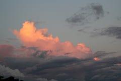 Nuages dans le coucher du soleil Images libres de droits