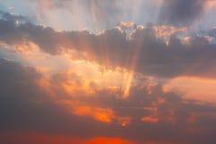 Nuages dans le coucher du soleil Image libre de droits