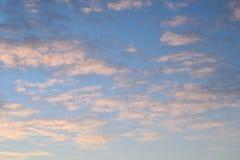 Nuages dans le lever de soleil Image libre de droits