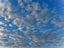 Nuages dans le sky-3 bleu Images libres de droits