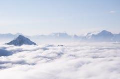 Nuages dans les montagnes Image libre de droits