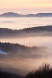 Nuages dans les vallées Photo stock