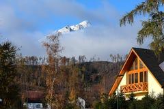 Nuages dans Lomnica. Image stock