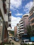 Nuages de ciel de bâtiments Image stock