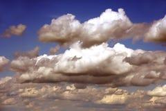 Nuages de ciel bleu Image libre de droits