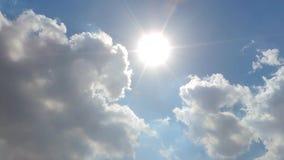 Nuages de ciel bleu banque de vidéos