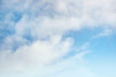 Nuages de ciel bleu Photos libres de droits
