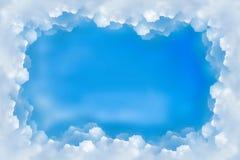 Nuages de ciel bleu de frontière de vue Photo stock