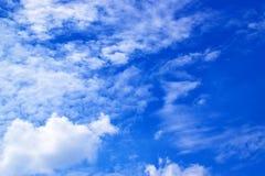 Nuages de ciel bleu et de blanc 171016 0086 Images libres de droits