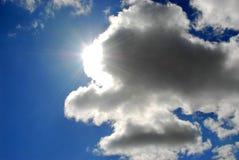 Nuages de ciel de Sun Photo libre de droits